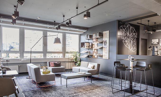 Die Lounge Im Design Offices Eschborn In Frankfurt Buro Office Lounge Coworking Innenarchitektur Design Coworking Space