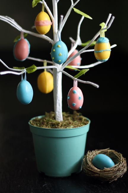 Adorable edible Easter egg tree. Say that three times fast. Or not… Easter is less than a week away…are you ready? Me either. I'm still hopping around tying up loose ends and trying to get all of my eggs in one basket. HA! Couldn't resist. This year in preparation of the holiday, I've made an [...]