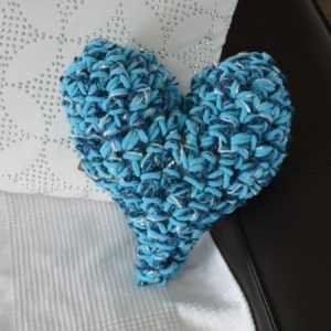 coussin coeur 3 couleurs crochet3