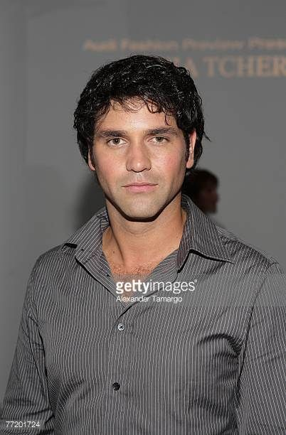 actor-valentino-lanus-poses-prior-to-the-2008-silvia-tcherassi-picture-id77201724 (402×612)
