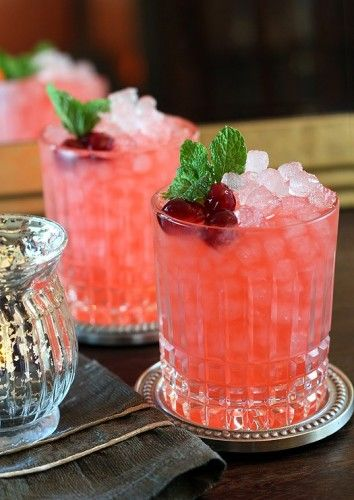 Christmas Cranberry Ginger Fizz Cocktail