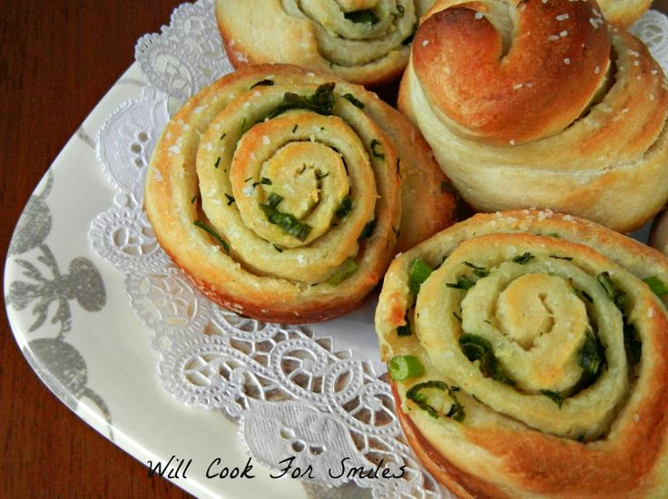 Chive Garlic and Herb Rolls, #dinnerrolls #easyrolls  from willcookforsmiles.com