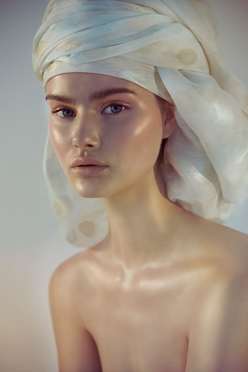 Beautiful celestial glow. For a similar look try RMS Living Luminizer.