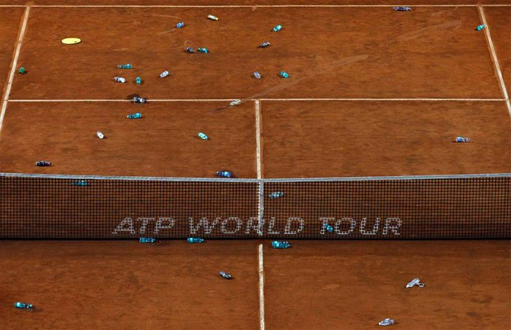 Masters in Rome... The finale had to be delayed due to rain. People threw their bottles on the court. Holiganism again??? Shame: Yerin Pet, Pet Şişe