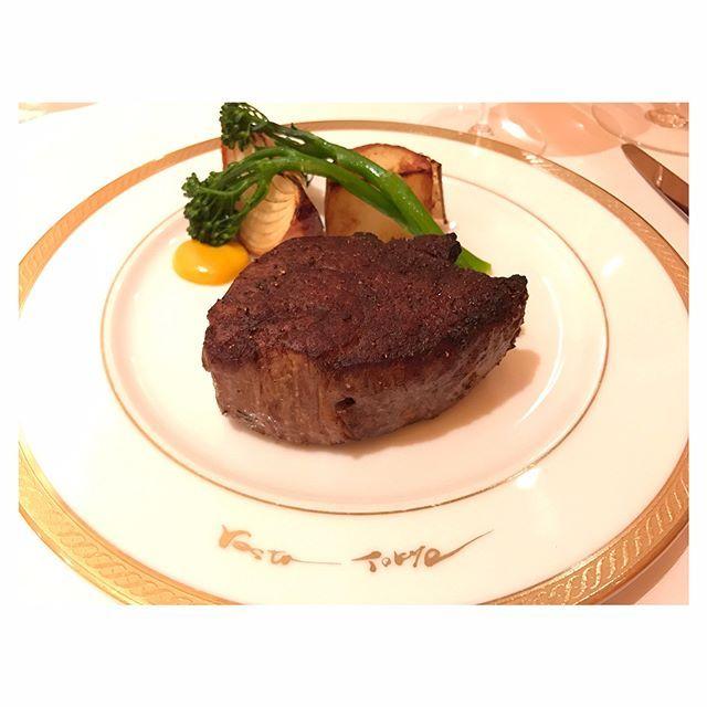 タンぷりぷりで美味しい😋❤️ あとフィレとイチボ食べたけどなんかイマイチ…🐮ネギ類嫌いだって言ってんのに付け合わせに玉ねぎ出てくるし。ステーキサンドも相変わらずショボい。笑 あら皮いきたい。笑  #dinner#steak#tongue#wagyu#fillet#beef#tokyo#japanesefood #steaksandwich#肉#ステーキ#フィレ#タン#イチボ#三田牛#トリュフ#ステーキサンド#サンドイッチ#instafood #foodie#foodporn
