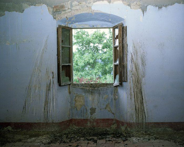 Window with bird droppings, Villa Vitigliano, Chianti, Italy 2009 - Lisa Kereszi