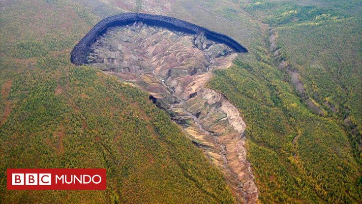 """Emerge a medida que el hielo se derrite por el calentamiento global y sólo en un año creció 30 metros. El cráter que algunos llaman """"una puerta al infierno"""" ofrece lecciones clave sobre el impacto del cambio climático."""