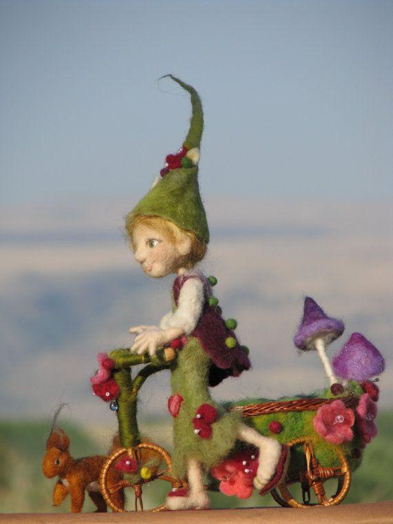 Elfa de Woodland fieltro muñeca con bicicleta y por Made4uByMagic