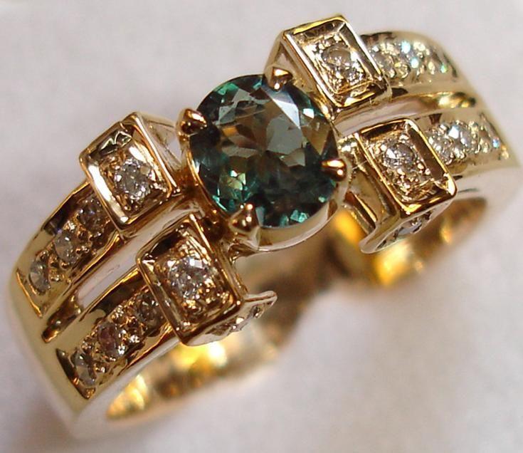 Google Image Result for http://2.bp.blogspot.com/-g3vslZk84Tc/Tgy4hy7GxxI/AAAAAAAABY0/ltApsXdN25A/s1600/gold-jewellery-5.jpg