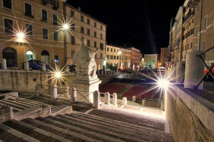 splendida Piazza del Plebiscito di #ancona che per tutto il periodo natalizio ospita un bellissimo mercatino dell'artigianato
