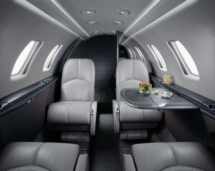 Intérieur noir et blanc sur Cessna CJ1