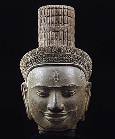 Hindu God Shiva intended for the central temple shrine near Angkor Cambodia. Bakheng Style (889-925 CE) began with the reign of the founder of the first Angkor city where he built a temple mountain dedicated to the worship of the linga, the symbol of Shiva. Sandstone. Musée Guimet.