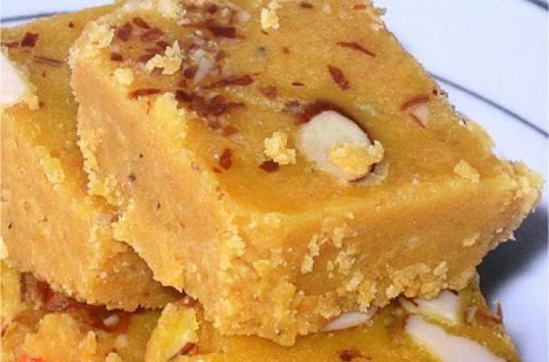 Magas / Besan Burfi (chick pea flour Burfi/ barfi)