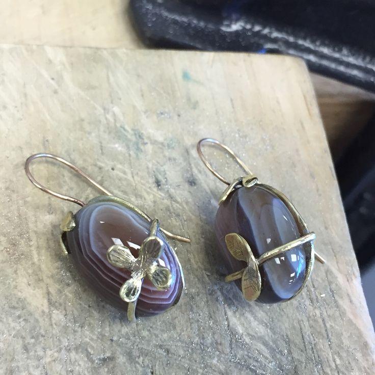 Agate cabochon earrings.