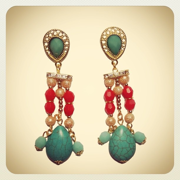 Aros Valentín  #earrings #mode #fashion #accesories #accessories #jewelry #look #fashionaccessories #luxjewelry #shine #strass #turquoise #gold #style