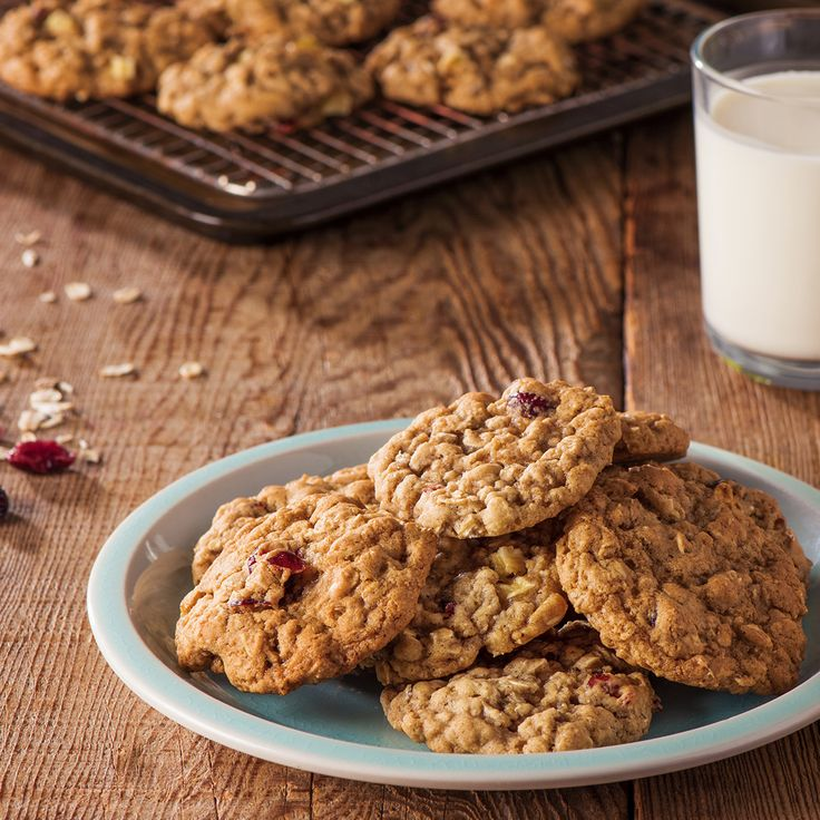 Oatmeal cookies are classic but even classics can use a little boost now and then. Show off your culinary creativity by adding apple and cranberry to Quaker's classic Oatmeal cookie recipe to boost smiles to a whole new level.