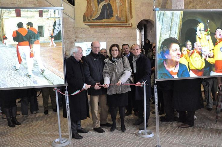 "A special exhibition of 18 images by Steve McCurry about the traditional ""Festa dei Ceri"" in Gubbio. Inauguration at the presence of Catiuscia Marini, President of Regione Umbria. #McCurry #SensationaUmbria #PassionateUmbria #SU14  #Gubbio #mostra #Fotografia #Photography #exhibition #Umbria #Ceri #FestadeiCeri"