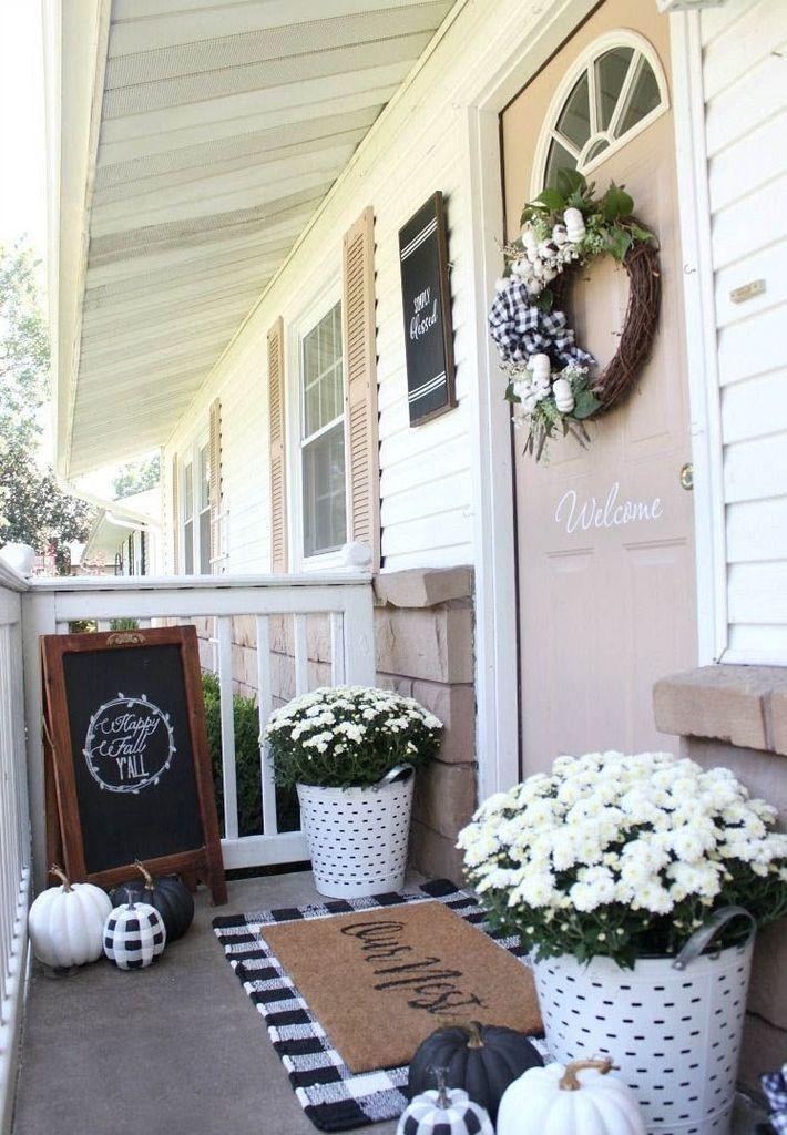 40 Beautiful Fall Farmhouse Decor Idea for Front Porch