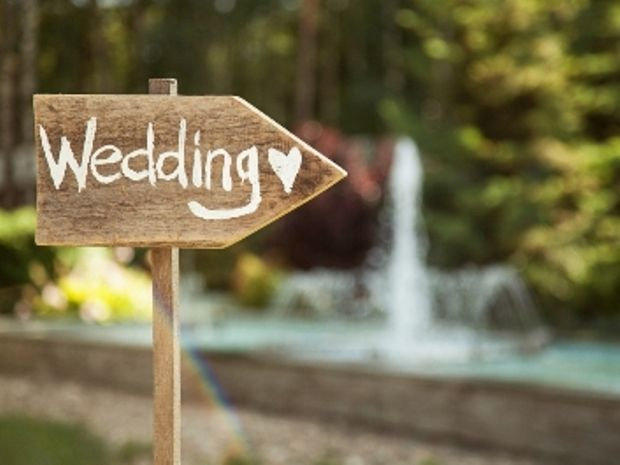 How to create a rustic Cotswold wedding