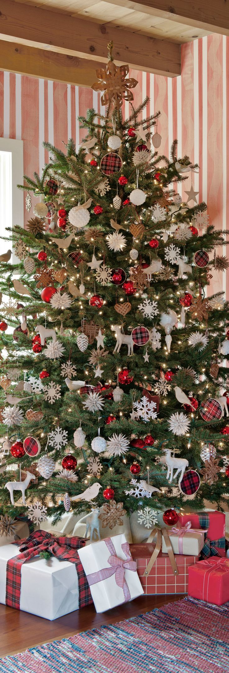 Classic Red & Green Christmas Tree with Plaid Accents