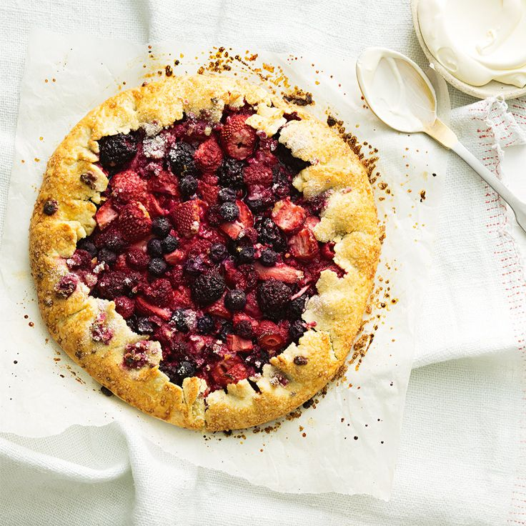 How to make a decadent Mixed Berry Freform Pie. #HappyMothersDay #MothersDay #SpoilMum #Treat #Pie #MixedBerry #Berry