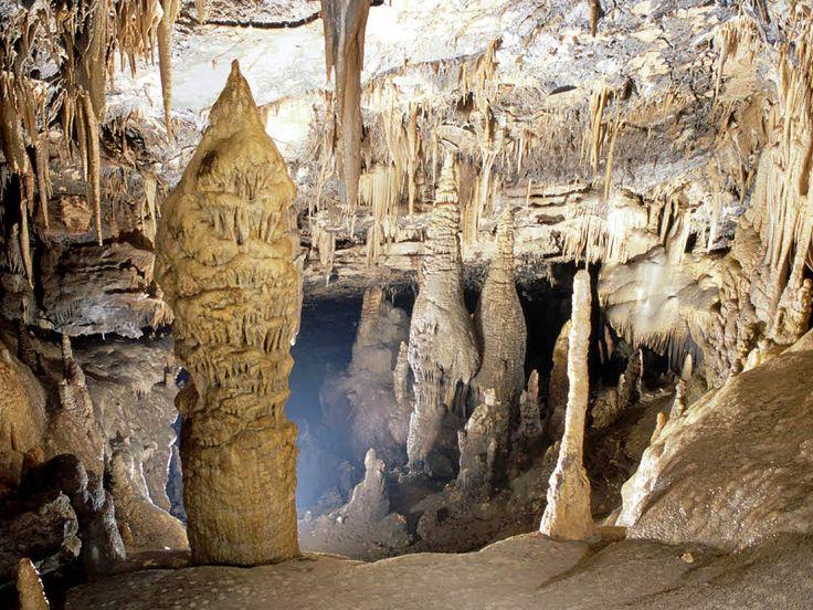 Le grotte di Castelcivita sono uno dei luoghi più affascinanti dell'entroterra cilentano.
