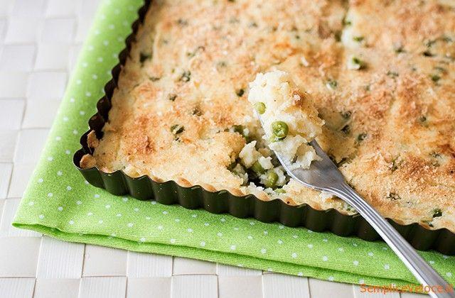 Tortino di patate e piselli simile al gateau di patate napoletano, ma con l'aggiunta di piselli e senza prosciutto, è anche una ricetta vegetariana.
