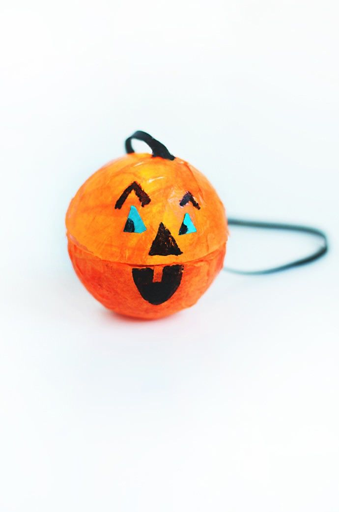 DiY Halloween Pumpkin Light Necklaces - Great Kids Craft