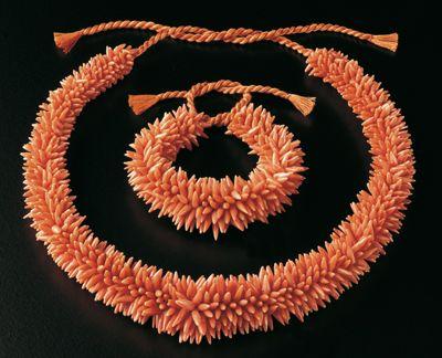 Collana e bracciale in corallo di Sciacca. Modello brevettato da Abner Lombardi nel 1943. Torre del Greco. Collezione Bianca Lombardi de Vivo.