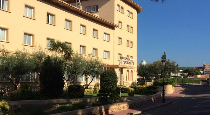 Hipocrates Curhotel Sant Feliu de Guíxols Hipócrates Curhotel offers free access to its spa and fitness centre. Set 2 km from San Pol Beach, this hotel features free Wi-Fi and an outdoor swimming pool.