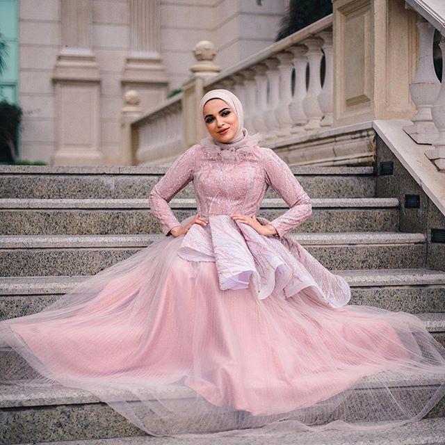 أجدد فساتين خطوبة ناعمة للمحجبات بالألوان النود مجلة سيدتي تبحث العروس المحجبة عن الفساتين الأنيقة التي تناسب احشتامها بحفل Dresses Victorian Dress Fashion