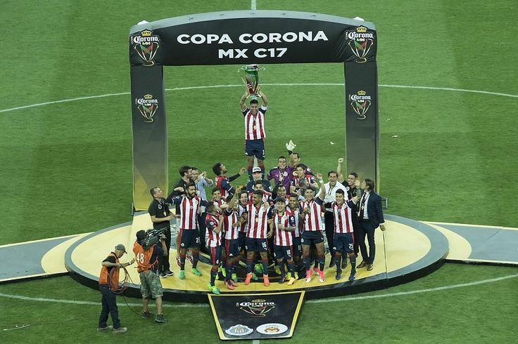 En penaltis Osuna acertó para Morelia, pero Zárate y Cabrera fallaron; por Chivas Salcido falló, y Marín anotó, así como Pulido y Orbelín; en tanto, Jiménez se destacó con paradones ...