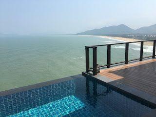 Aterrizando: Lang Co, Vietnam: un día de piscina y playa, o mej...