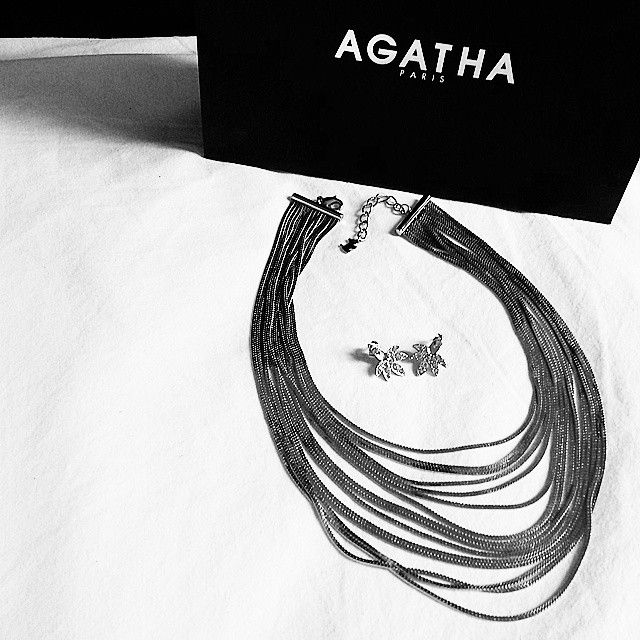 #cadeaux inattendus qui font bien plaisir... Bonne journée les poissons, qu'elle soit pleine de surprises! #agatha #bijoux #collier #chaînes #boucles #necklace #earrings #noiretblanc #blackandwhite #planeteig03 #whitebird #goldfishgangblog