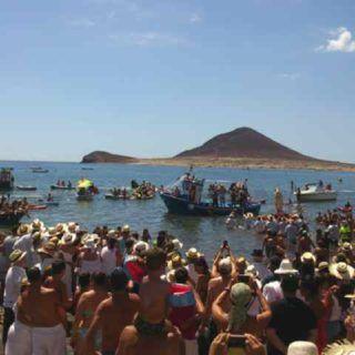 Fiestas El Médano, vanaf 9 t/m 25 september, met Missverkiezingen, Dansfeesten met orkest, Romeria Barquera (Bootprocessie) en vele live optredens, ambiance