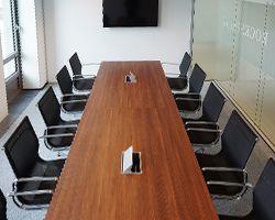 Palmega vergadertafel op maat en light vergaderstoelen