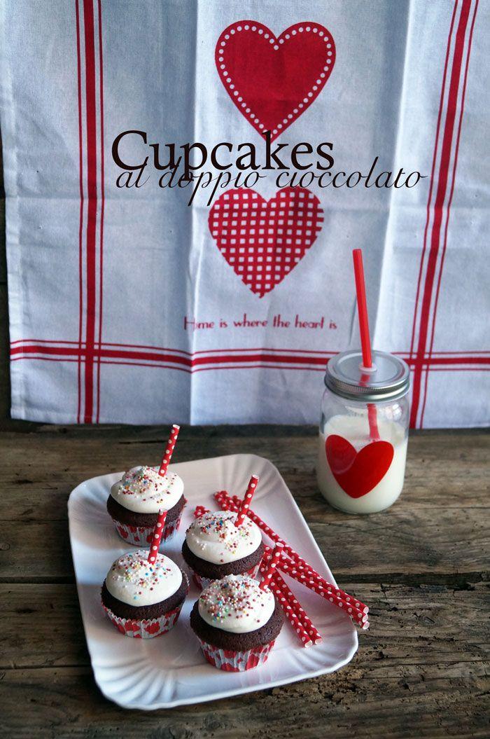il gattoghiotto: Cupcakes al doppio cioccolato e frosting al formaggio fresco ❤