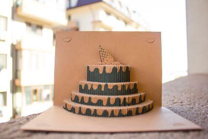 Un tort? O îngheţată?  Este o felicitare 3D de la Fabrica de felicitări :)