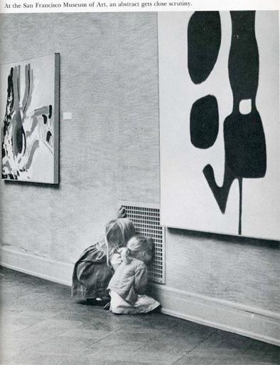 "Niñas en SFMA explorando lo inexplorado #rethinkingthemuseum  o ""L'oggetto d'interesse cambia a seconda degli occhi"")"
