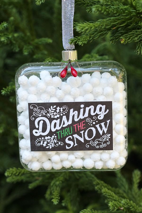How to make your own Dashing Thru The Snow ornament with chalkboard label at refreshrestyle.com