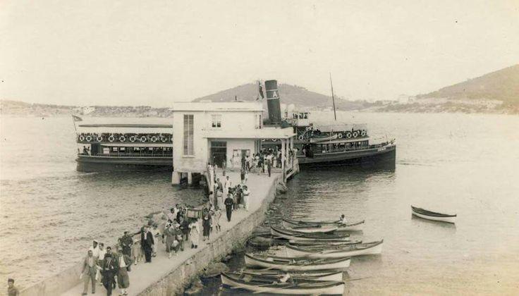 Muhteşem Yıllar... Erenköy vapuru Burgazada'da...