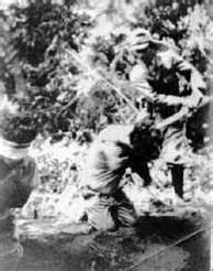 Ejemplo del maltrato a los prisioneros por parte de los soldados japoneses durante La Marcha de Bataán en 1942.