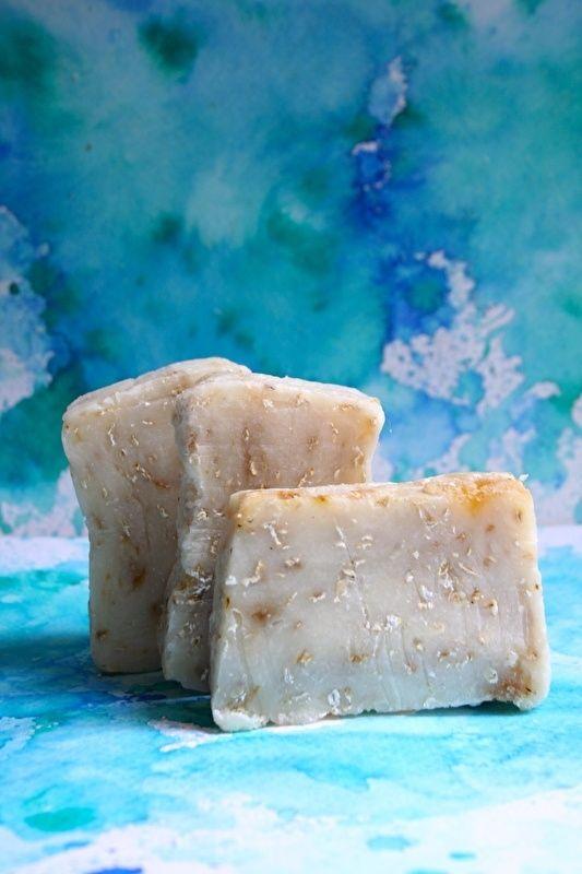 Honing-havermoutzeep, werking: milde, zachte scrubzeep voor lichaam en gezicht ingrediënten: verzeepte olijfolie, kokosolie, zonnebloemolie, water, honing en havermout 100 gram Van zeepenzo.com