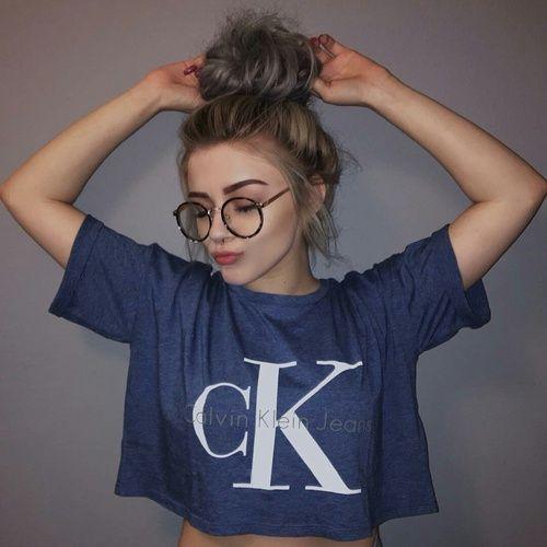 Las etiquetas más populares para esta imagen incluyen: girl, Calvin Klein, hair, tumblr y glasses