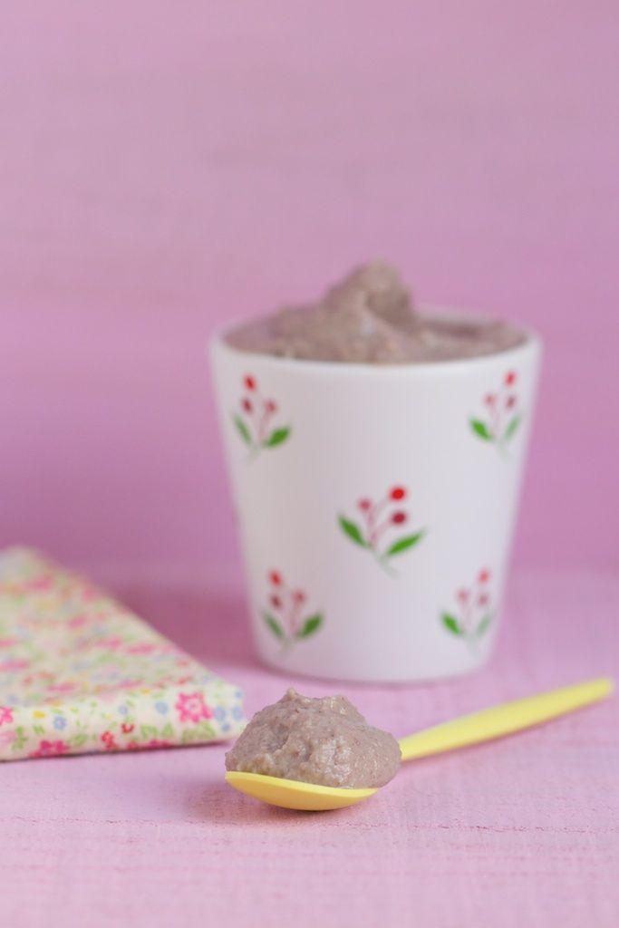 Ingrédients : (environ 3 à 4 petits pots) 100 g d'haricots azukis (pesés crus) 1 morceau d'algue kombu réhydraté (facultatif) environ 170 ml de lait d'amande (ou de riz) 1 cac de purée de noisettes 1 cac de purée d'amandes complètes 50 g de sucre de fleurs de coco 1 pincée de vanille en poudre 1 pincée de cannelle