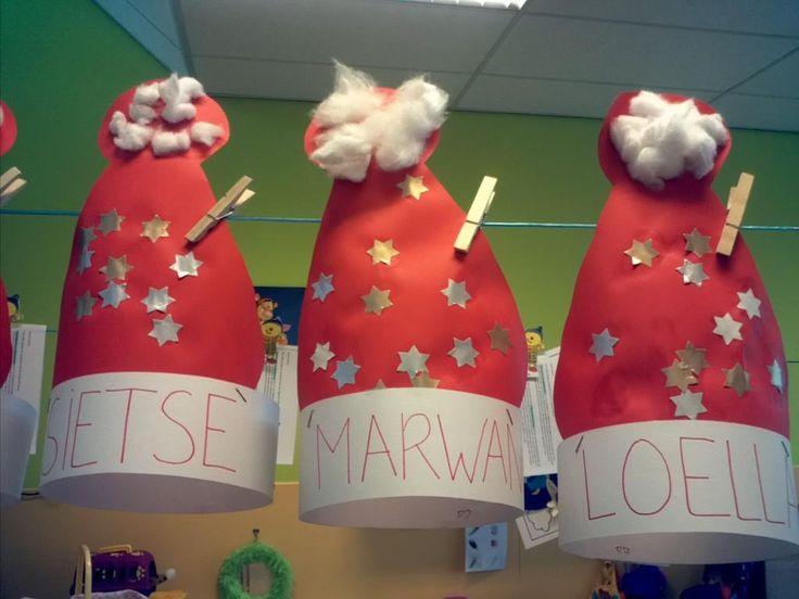 Kerstmutsen gemaakt door peuters