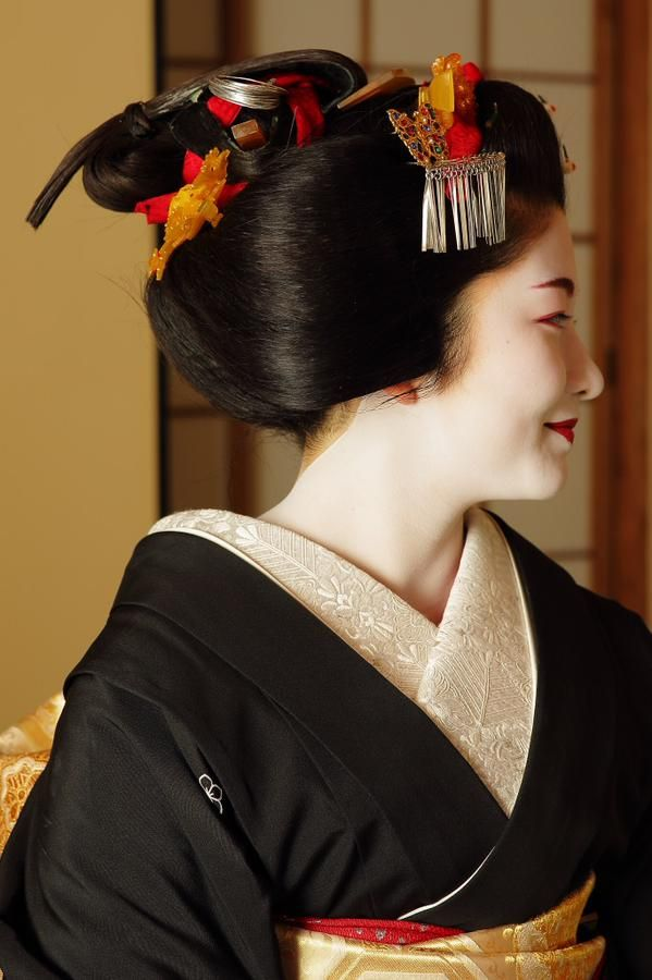 Sakkou style. Satsuki-san will become a geiko on the 23rd of February 2015. hairstyle | Tumblr: