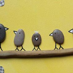 Tableau galets oiseaux bois flotté fond jaune touches marron 22x12cm dessin…