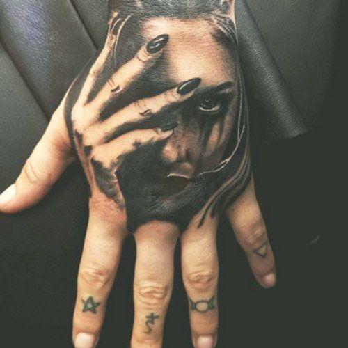 Schöne Hand Tattoo Ideen für Männer - Hand Tattoos für