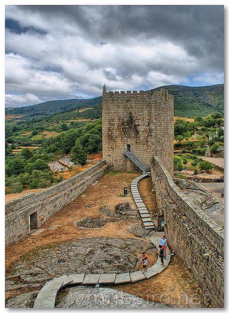 Linhares da Beira castle